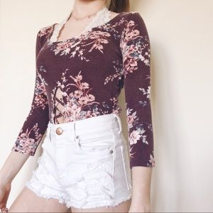 🌸Floral Quarter Sleeve Top with Front Cut Out